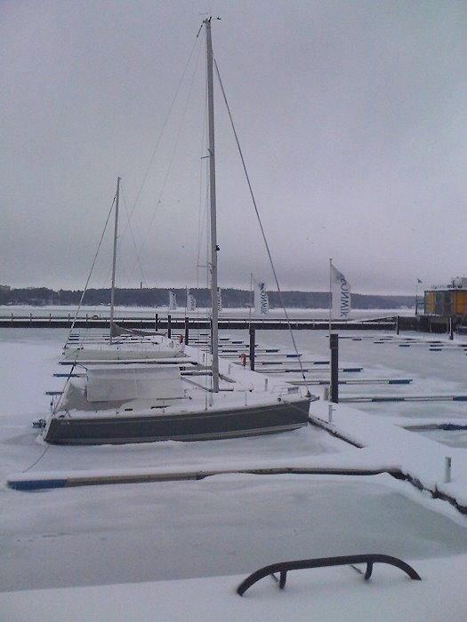 Eines der wenigen Schiffe in der Marina Sonwik