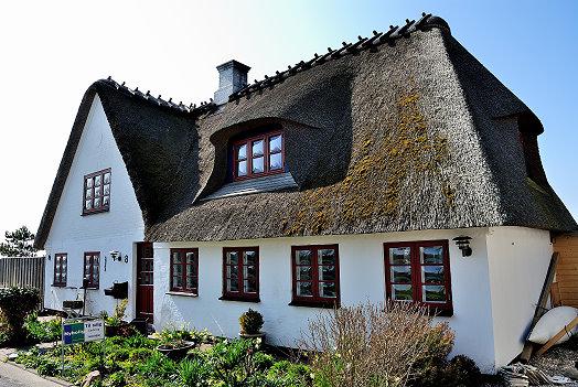 Ein Haus direkt am Wasser steht zum Verkauf in Sønderby